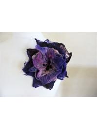 Brooch: violet with rose